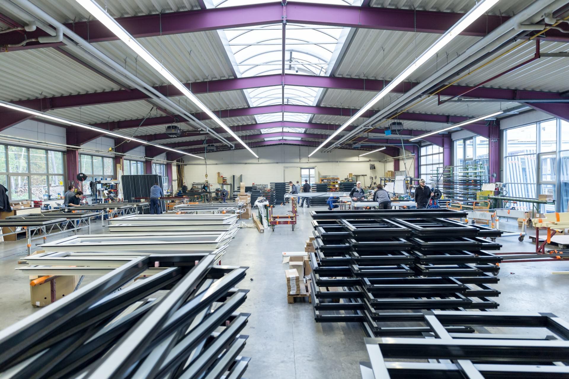 metallbau-korsche-produktionshalle-fenster